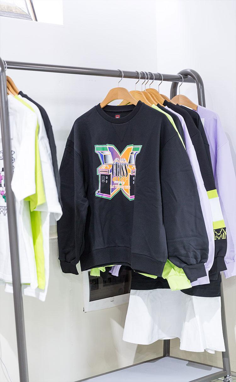 크로스 오버 프린트 스웨트 셔츠 블랙