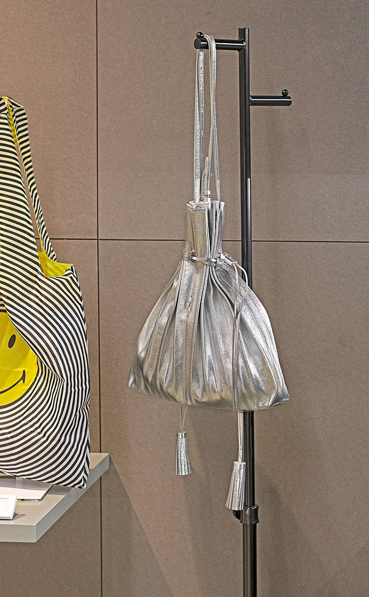 [조셉앤스테이시] Lucky Pleats Shopper Cracked Silver