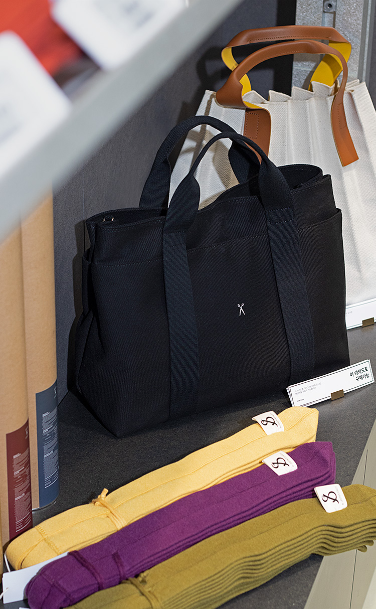 Stacey Daytrip Tote Canvas Black