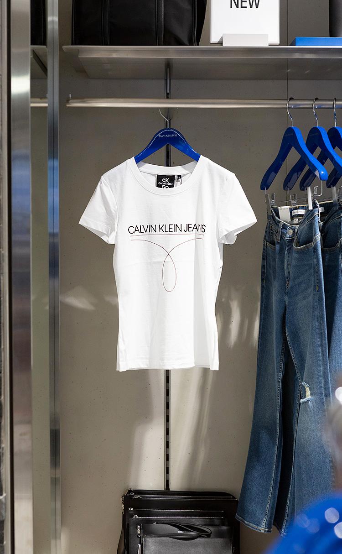 여성 CK 50 오메가 로고 슬림 핏 반팔 티셔츠(J213836)