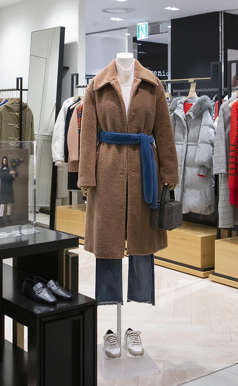 옐로이시 브라운 페이크 무스탕 코트(BF9X30U10B)